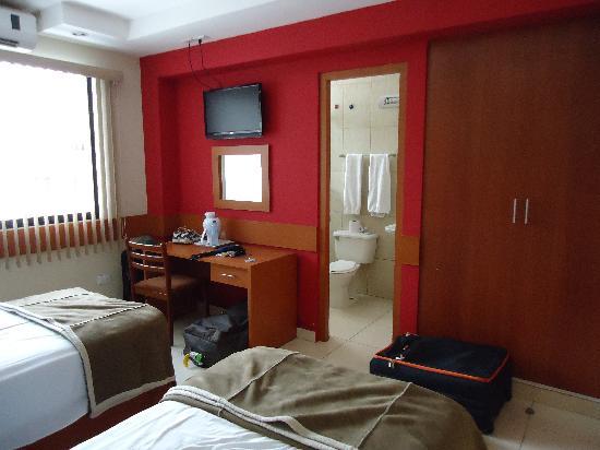 Hotel Centroamericano: Habitacion en el tercer piso, baño