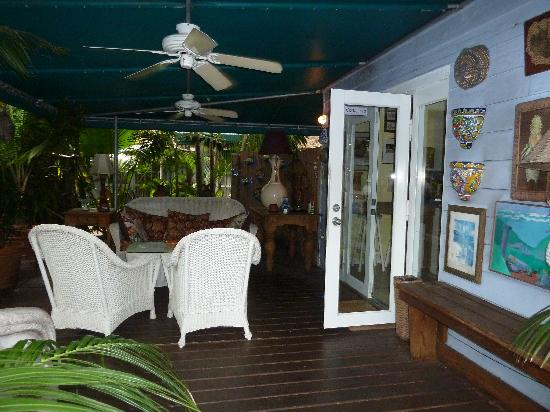 Pineapple Point Guest House and Resort: Patio-Cottage
