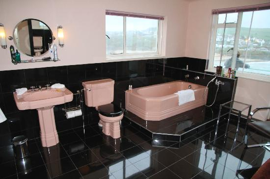 Burgh Island Hotel: A Bathroom to impress