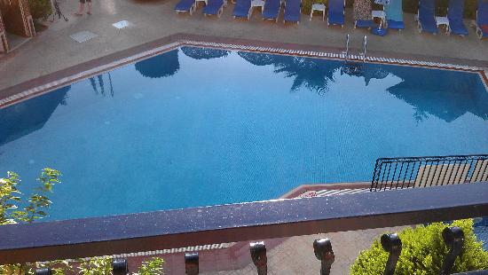 Eden Garden Apartments: view of pool