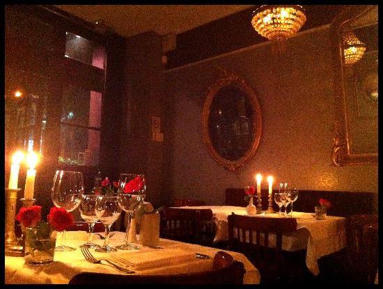 Le Reminet dining room, atmosphere by Jeremiah Christopher