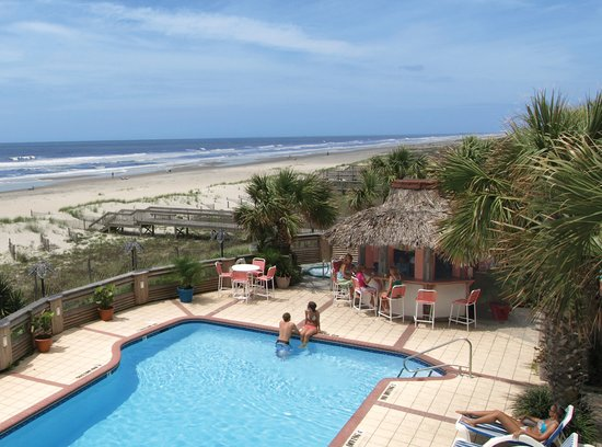 Ocean Isle Beach, Carolina del Norte: Oceanfront pool and Tiki Bar, The Winds Resort Beach Club