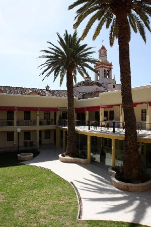 Gran Hotel Cochabamba : JARDINES