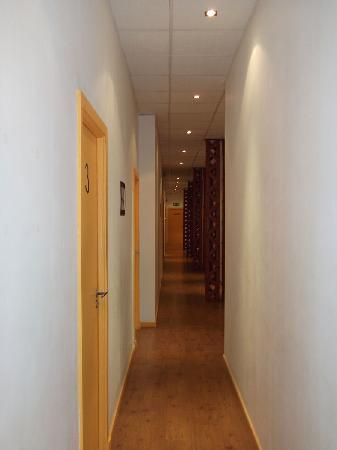 Scalabrini Guest House: Guest house floor hallway