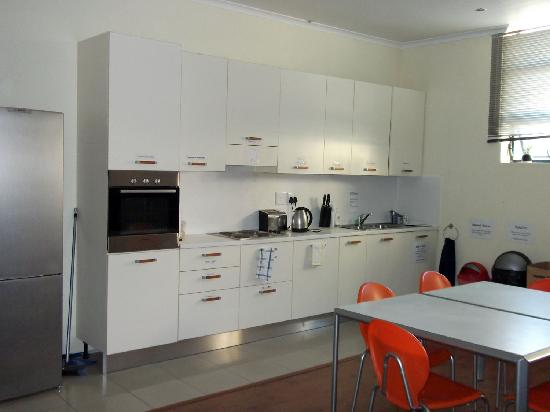 Scalabrini Guest House: Communal kitchen/dining area