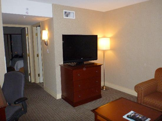 Hilton Vancouver Airport: Front room