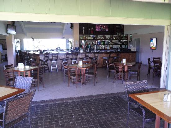 Banjy's Paradise Bar & Grill : View from Lanai Looking In