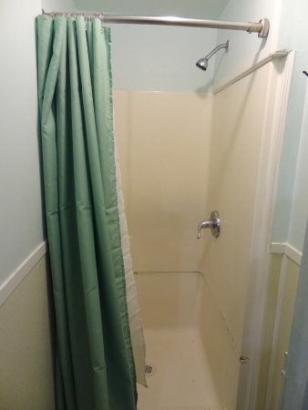 Billie's Backpackers Hostel: Shower