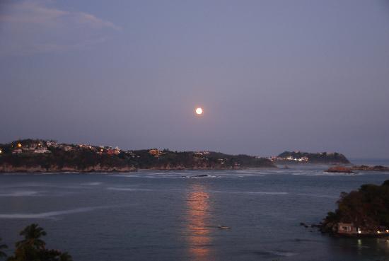 Las Brisas Huatulco: Y la luna era de plata