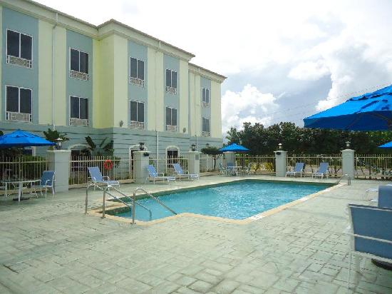 Holiday Inn Express Trincity Trinidad Airport: hotel