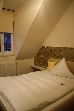 Hotel Domstern: double bed--left half of room