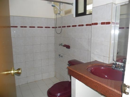 Seabird International Resort: Bathroom of Premier Deluxe