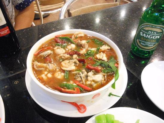 Hanoi Hotel: スナックコーナーの蛙料理