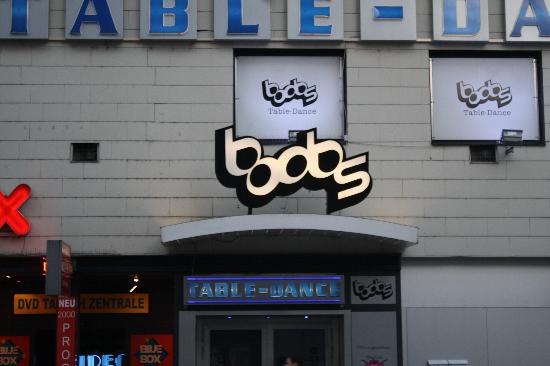 """โรงแรมคิงส์ เฟิร์สท์ คลาส: """"Boobs""""--dont let this deter you from staying here!"""