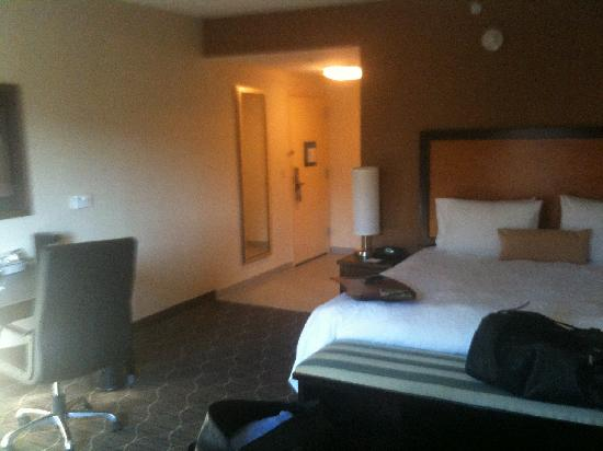 Hampton Inn & Suites Parsippany/North: Bed