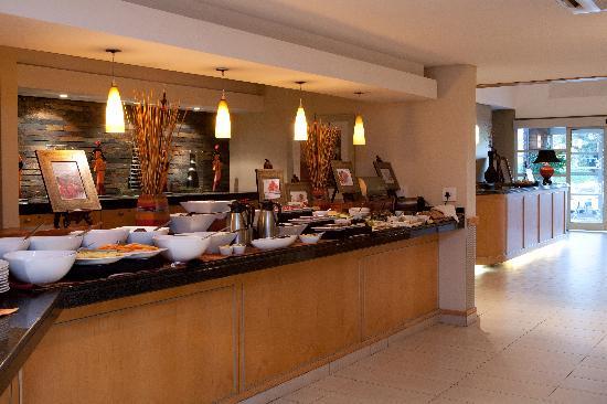 تاون لودج مينلو بارك: Breakfast buffet