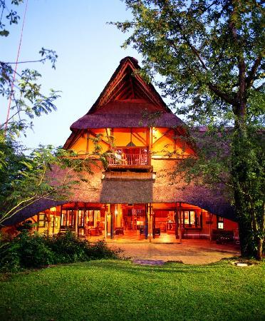Victoria Falls Safari Lodge: Entrance to VFSL