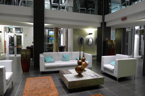 Smart Hotel Milano Centrale : The hotel lobby