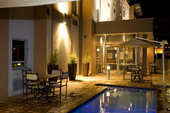 Road Lodge Umhlanga: Pool in the evening