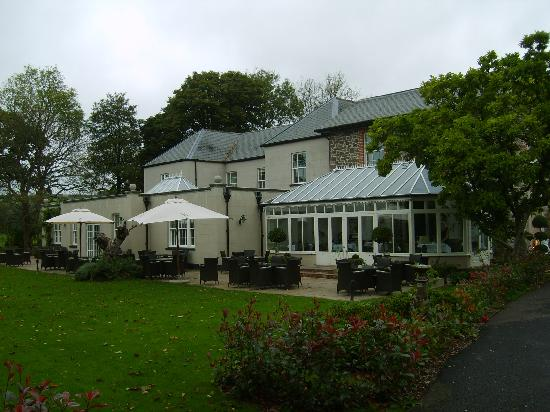 The Hartnoll Hotel: Garden and outside of restaurant