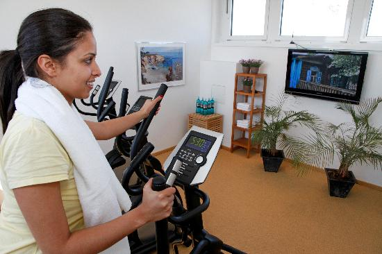 Paragon Apartments: fitness room