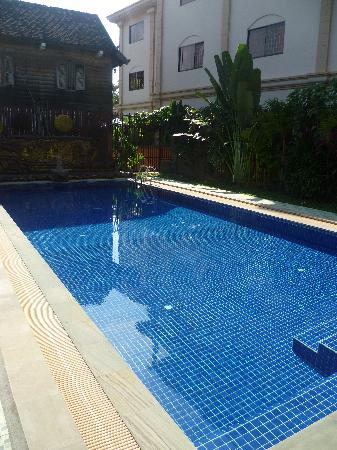 Mom's Guesthouse: pool