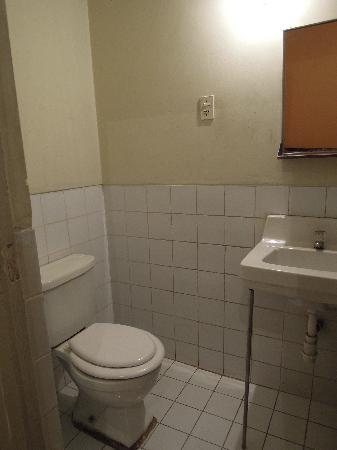 Hostal Posada Guadalupe: 洗面、トイレ