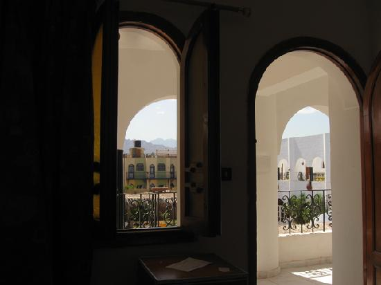 Yasmina Hotel: Room with nice view of courtyard