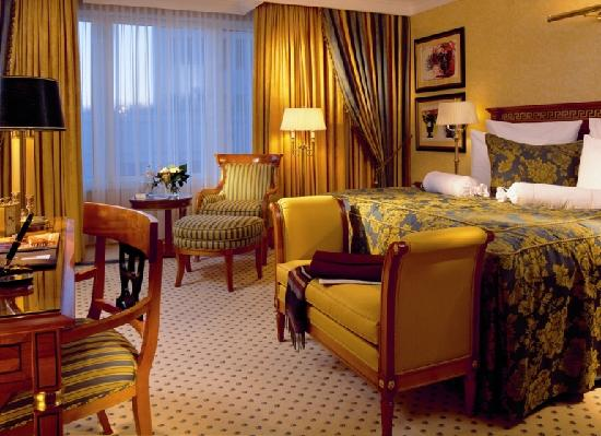 The Ritz-Carlton, Berlin Club Room