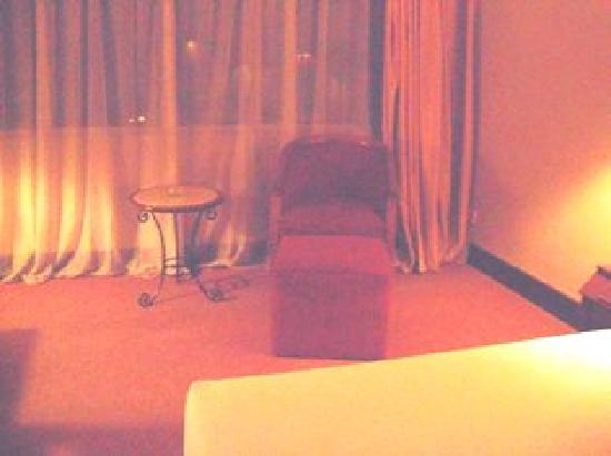 de Rivier Hotel: Superior room looked old and not clean