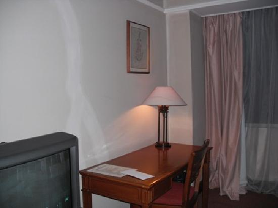 de Rivier Hotel: Room Still looked dark even with camera flash on