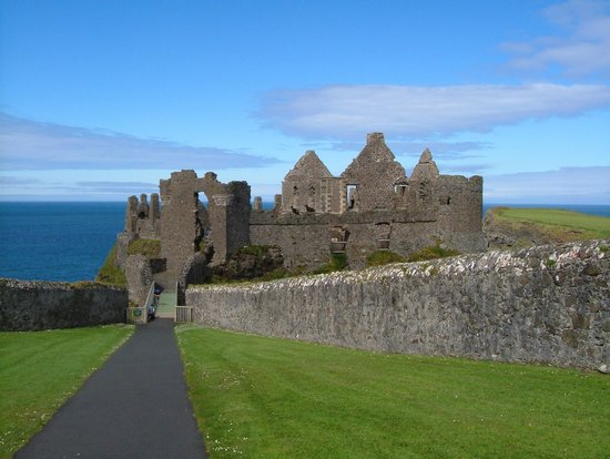 Derry, UK : Dunluce Castle
