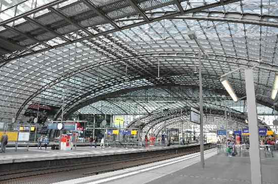 ‪برلين, ألمانيا: Main Railway station - Hautbahnhof‬
