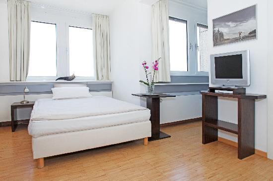 Paragon Apartments: Sudio Apartment