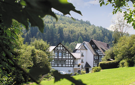 Hubertushoehe : Gasthof Hubertushöhe Schmallenberg-Latrop Hotelpark