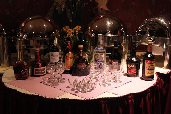Cooperage Inn: Dessert section with alcohol