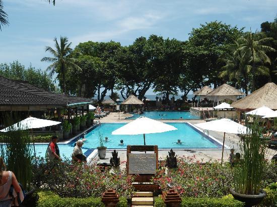 The Jayakarta Bali Beach Resort: Beautiful Swimming Pool area