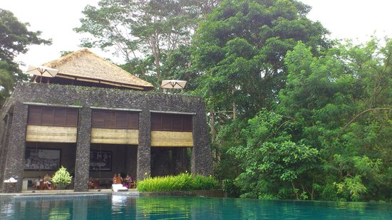 Alila Ubud: Restaurant building and lounge by the pool