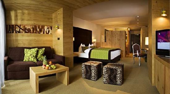 Marlengo, Italia: neue, moderne Zimmer im Holzdesign