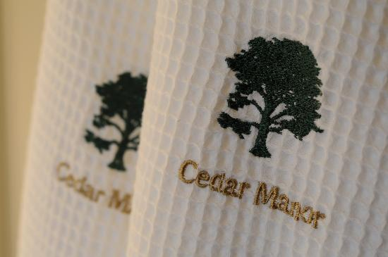 Cedar Manor Hotel and Restaurant: Dressing Gowns