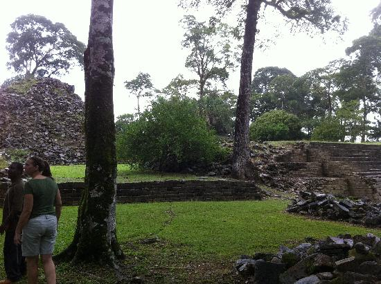 Placencia Eagle Ray Tours: Mayan Ruins of Lubaantun