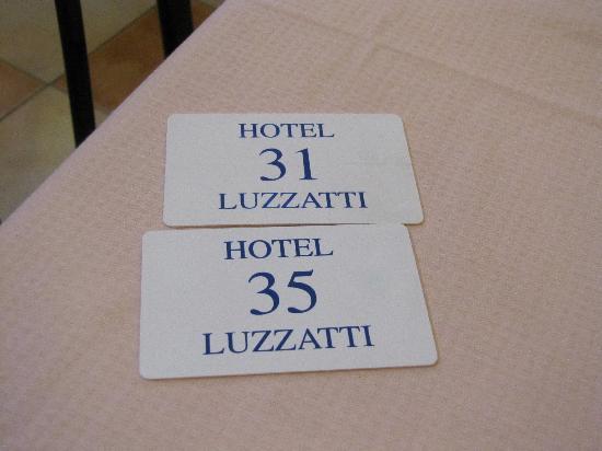 Hotel Luzzatti: Entrance cards to the rooms