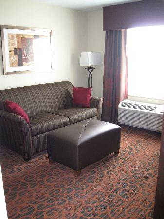 Hampton Inn & Suites Fargo: View of King Suite Balcony Room seating area