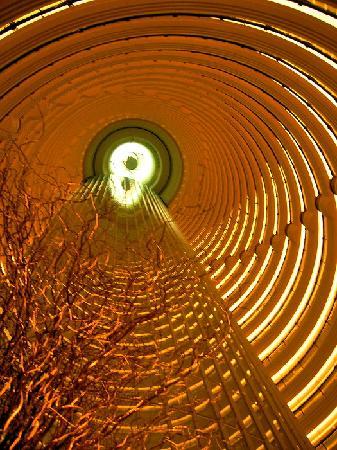 Patio Lounge Grand Hyatt: Da hoch sieht man die Deck von der 87. Etage