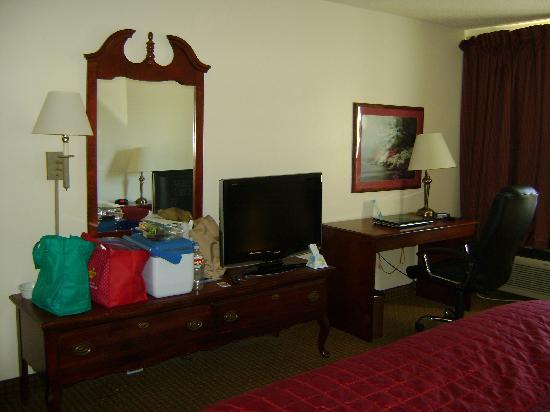 Baymont Inn & Suites Lawton: room 117