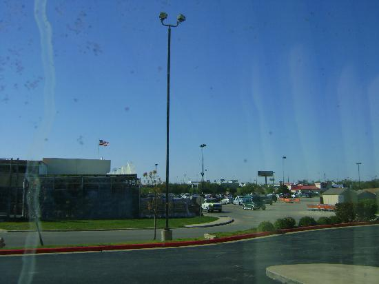 Baymont Inn & Suites Lawton: view from room 117 through dirty window