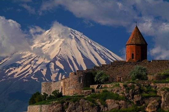 https://media-cdn.tripadvisor.com/media/photo-s/02/34/71/5e/mount-ararat.jpg
