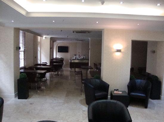 Breakfast erea picture of queens park hotel london for 48 queensborough terrace london w2 3sj