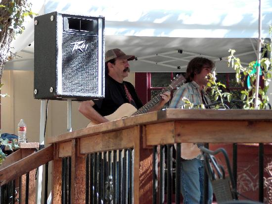 Woodrose Winery : The band