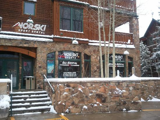 Norski Sport Rental : First snow of the season in Keystone!